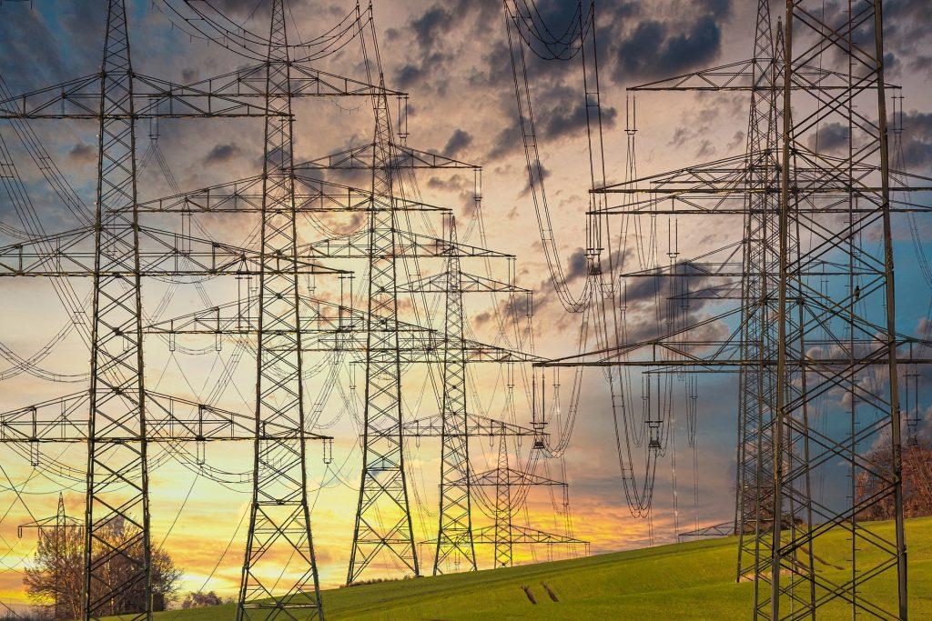 ridurre consumi elettrici casa - tralicci