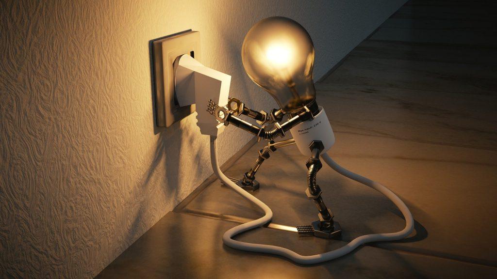 ridurre consumi elettrici casa  -lampadina che stacca da sola