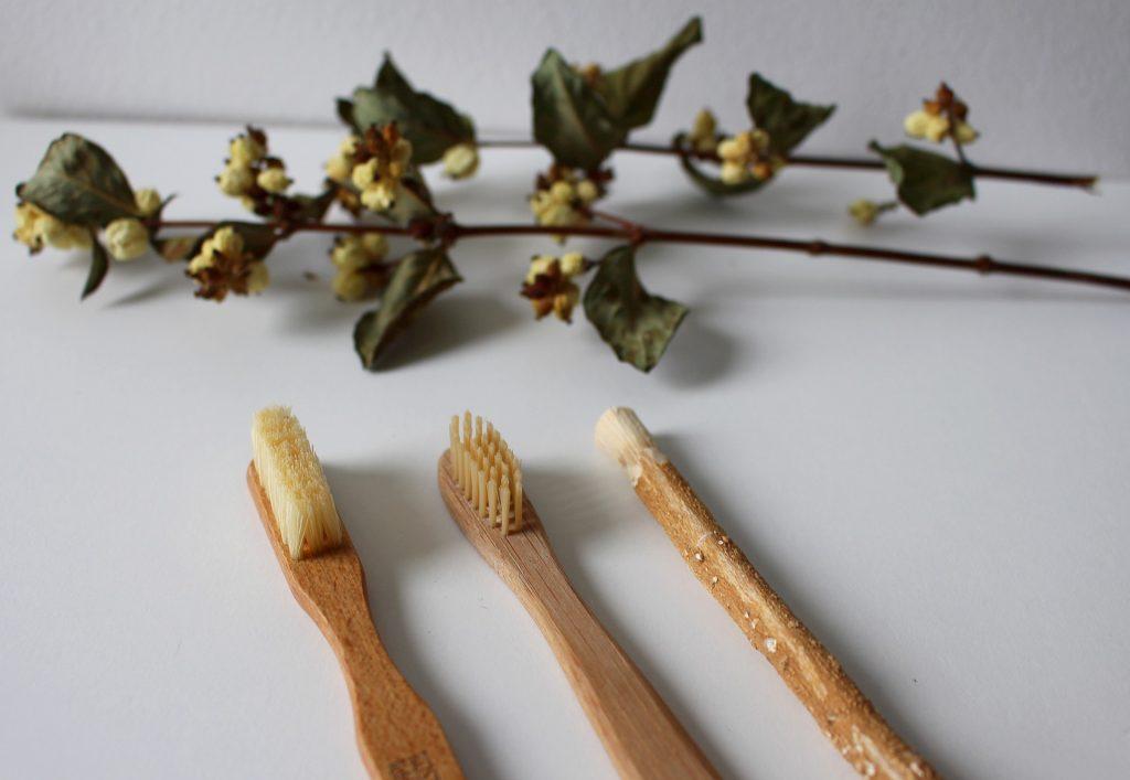 evitare plastiche monouso - spazzolini in bambù
