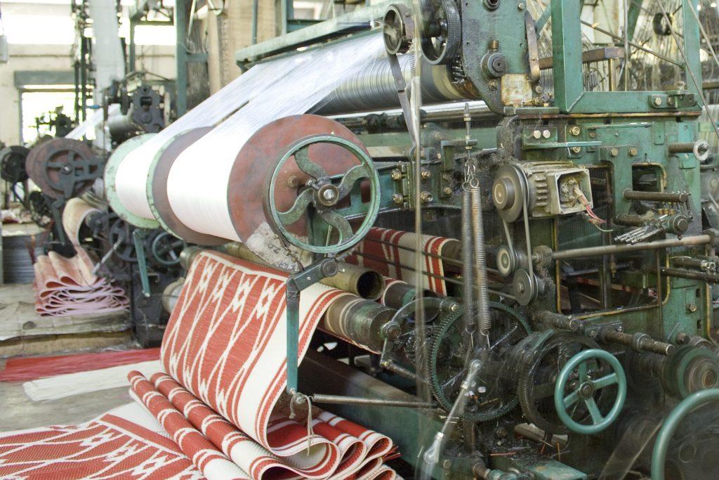 quanto costano i vestiti  fabbrica tessuti
