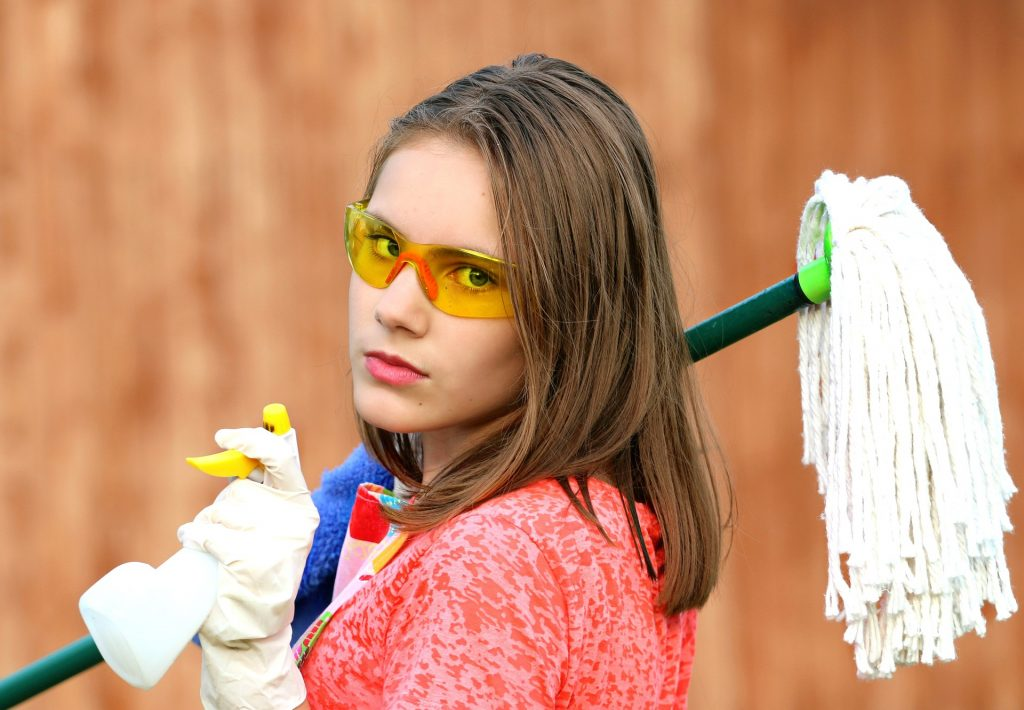 divario genere ambientalismo donne - donne impegnate nei lavori domestici