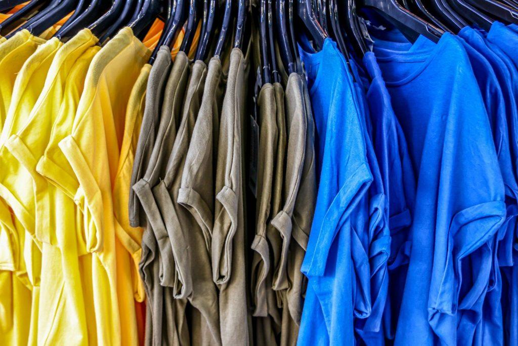 Quanto costano veramente i vestiti che indossiamo?